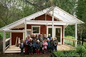 Waldkinder_Wichelnbusch_Kindergruppe_vor_neuem_Haus